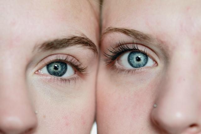 目の動きでわかる相手の心理