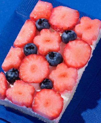 冬季限定は旬の国産イチゴを使ったストロベリーサンドです